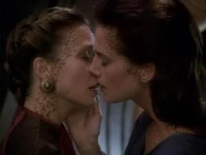 DS9 lesbian kiss